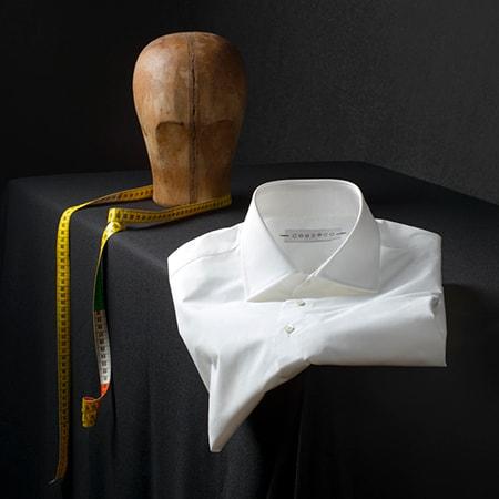 Wit overhemd kraag