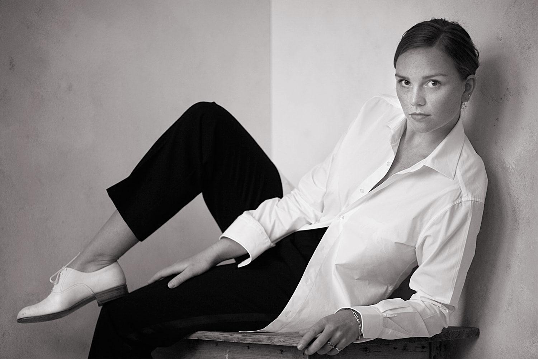 Wit overhemd gedragen door een vrouw
